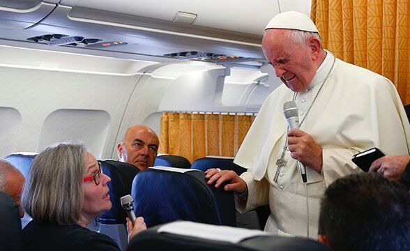 Pope says Christians should apologize to gay people